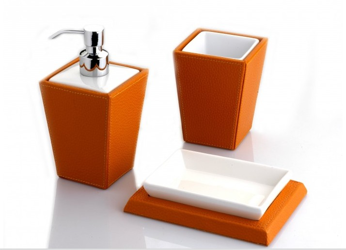 set-di-accessori-bagno-in-ecopelle