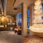 hall e reception dell'hotel V Nesplein in Amsterdam