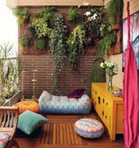 parete attrezzata con piante per balcone perfetto